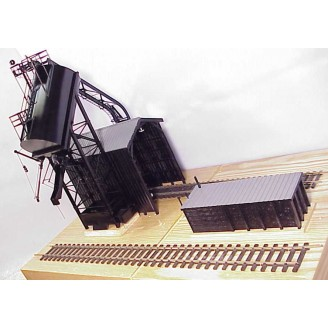 (HO Scale) Redler 50 Ton Automatic Coal Loader With Sand Tank (Left Side) and Sand House